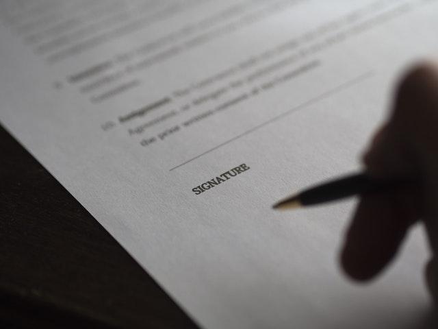 Photographie d'une feuille à signer